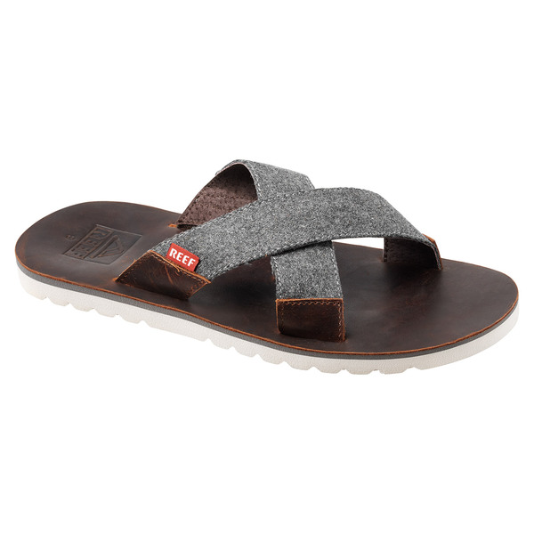 f7409327d5fa57 REEF Men s Voyage Crossover Sandals