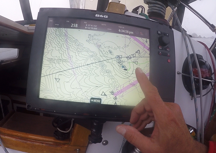competing sailboats shown on a display with AIS input from a NAIS400 class b transceiver
