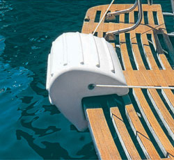 Transom fender used on a swimstep